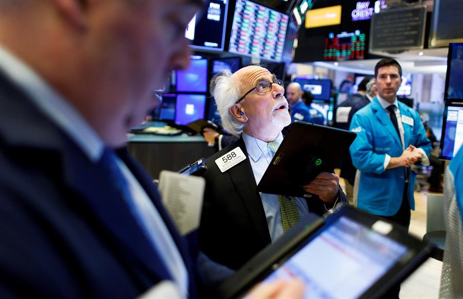 Wall Street en verde, Dow Jones sube 0.31%