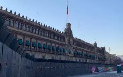 Blindan Palacio Nacional por marcha feminista