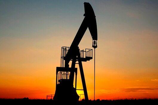 Mantienen recortes voluntarios de producción petrolera