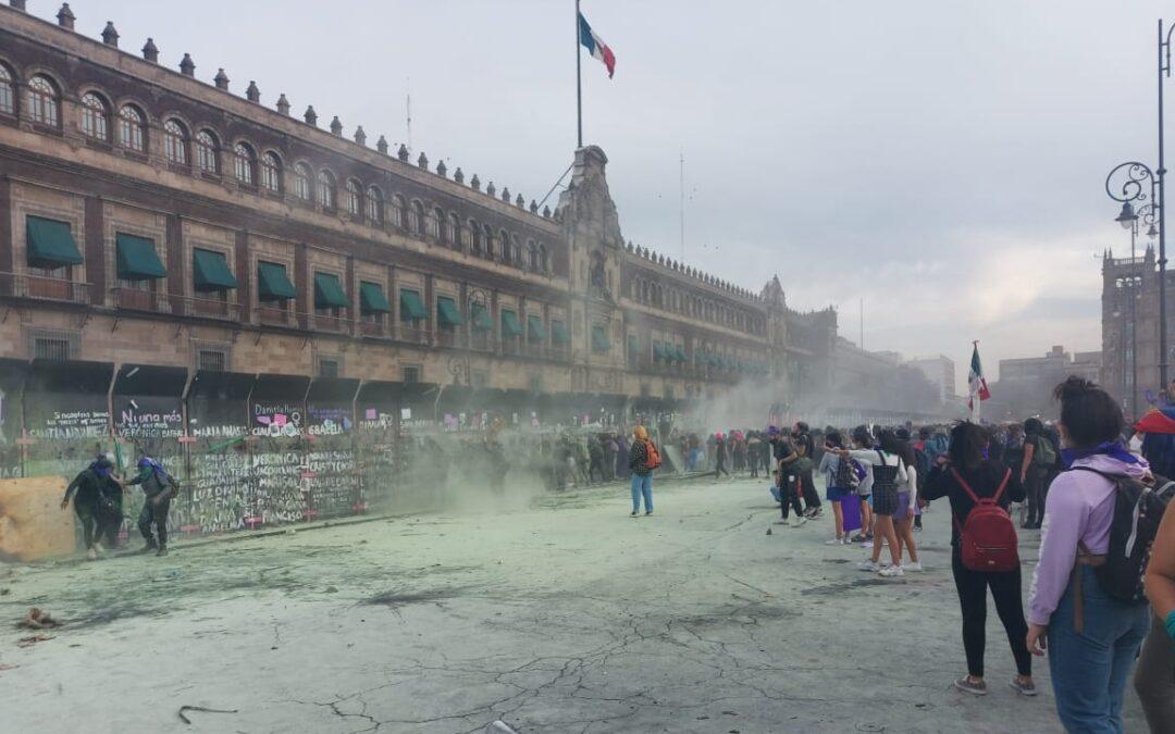 Ceden las vallas de Palacio Nacional