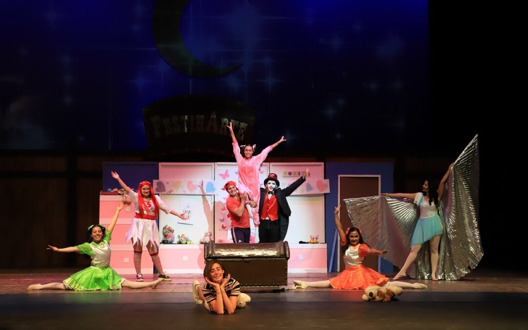 "Concluye festival ""Festinarte"" con una obra de teatro"