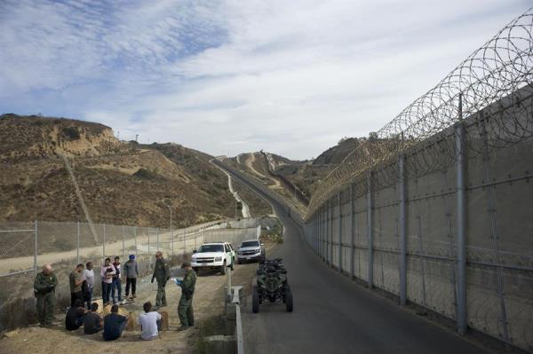 Aprueba pentágono confinamiento de niños migrantes