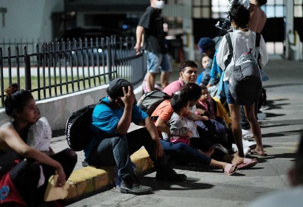 Traficantes lanzan a dos menores sobre el muro fronterizo
