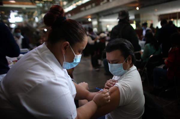 Arranca aplicación de segunda dosis para jóvenes en Iztacalco y Tlalpan
