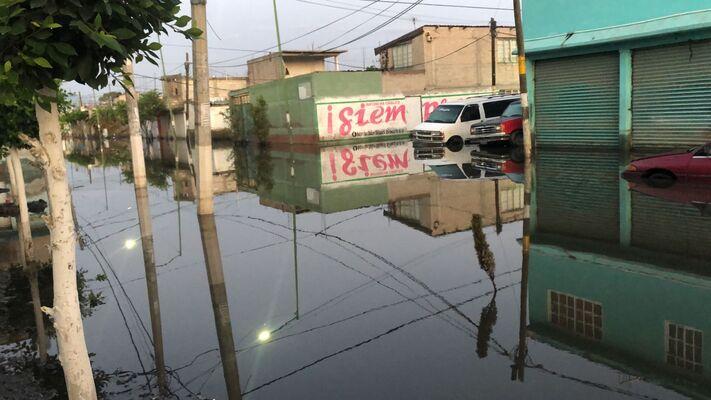 Lluvia afecta a Valle de Chalco; imágenes muestran calles inundadas
