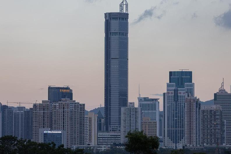 Rascacielos se tambalea repentinamente en China
