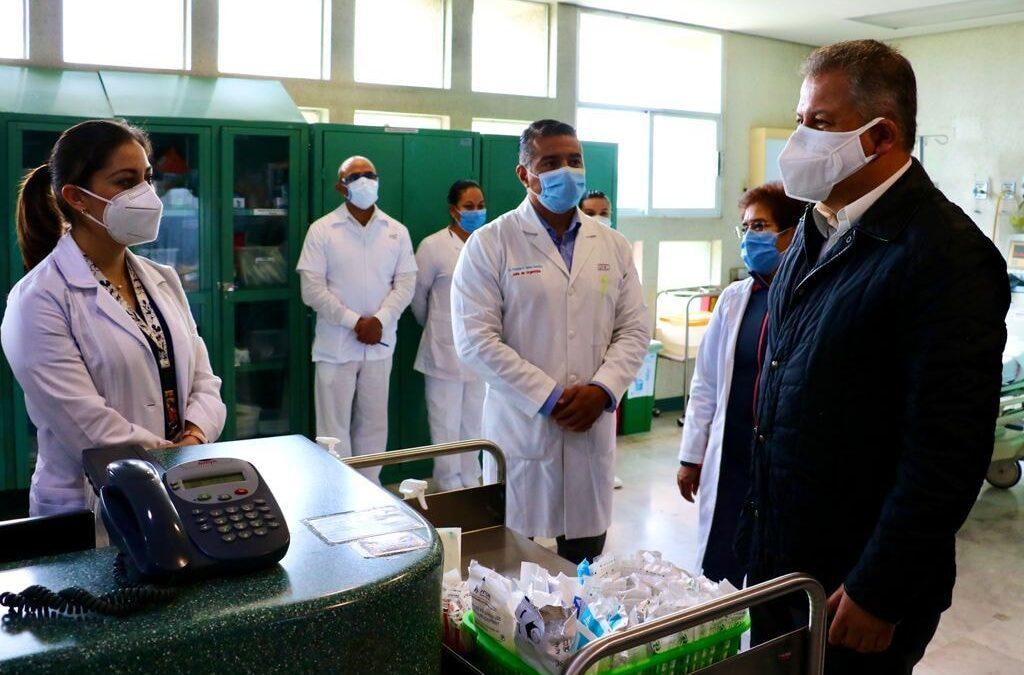Javier Clamont se compromete a fortalecer servicios médicos