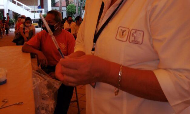 Continúa vacunación en Xochimilco