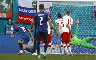Eslovaquia sorprende a Polonia, Schick acaba con Escocia