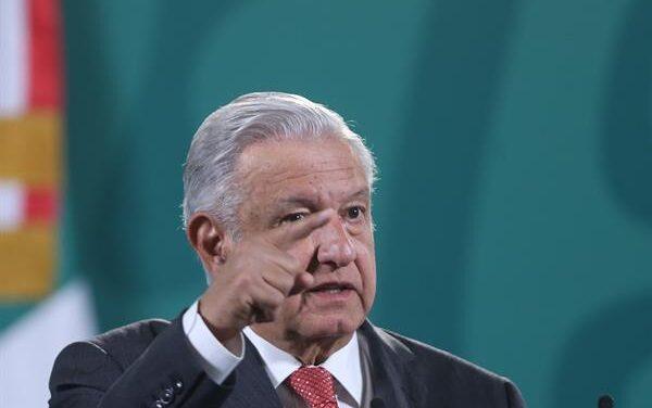 """Sanciones a Samuel García son """"politiquería"""": AMLO"""