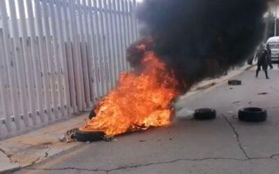 Se manifiestan operadores afuera del Congreso de Hidalgo