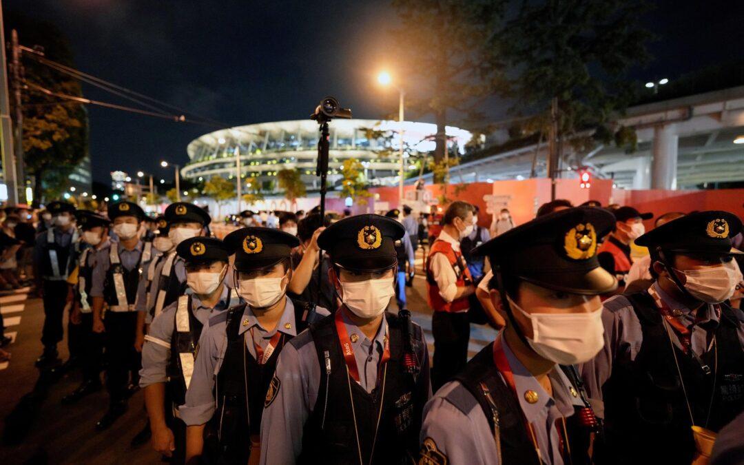 Detienen a un manifestante por protestar en Tokio