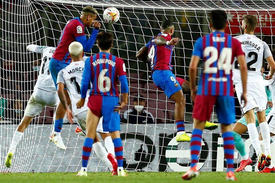 Barcelona rescata el empate ante el Granada de último minuto