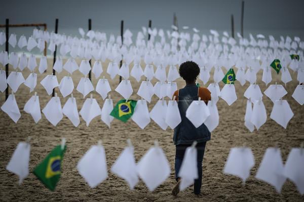 Brasil muertes Covid Foto: EFE