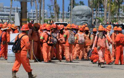 Atacan a trabajadores manifestantes en refinería de Dos Bocas