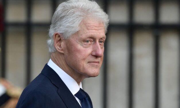 Bill Clinton es hospitalizado, niegan que padezca Covid