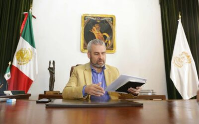 Gobernador de Michoacán comenzó pago de salarios a docentes